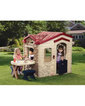 Domček s piknikovým stolíkom