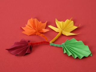 Podzimní listy z papíra