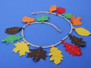 Girlanda z podzimních listů