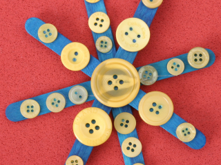 Knoflíková hvězdička a stromek z nanukových hůlek