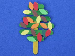 Podzimní strom z nanukových hůlek