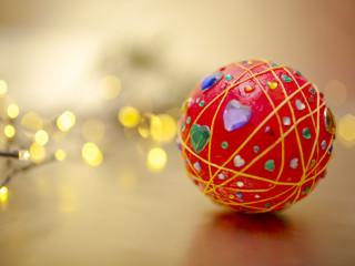 Trblietavá vianočná guľa